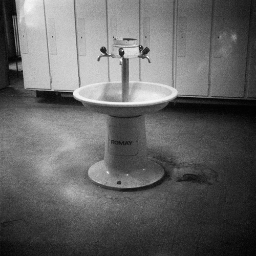 Hermetique works nicolas raufaste for Fontaine piscine